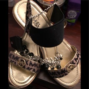 MICHAEL KORS Brown And Black Sandals size 4🥰⭐️🌟